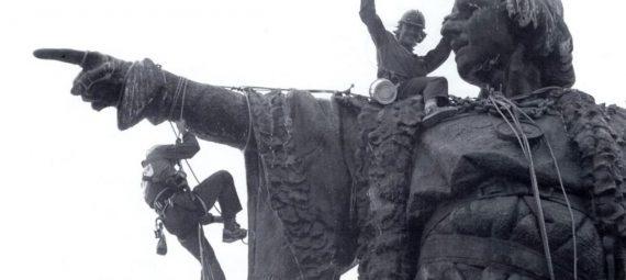 limpiando-el-monumento-a-cristobal-colon